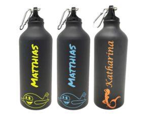 Trinkflasche mit mehrfarbiger Gravur