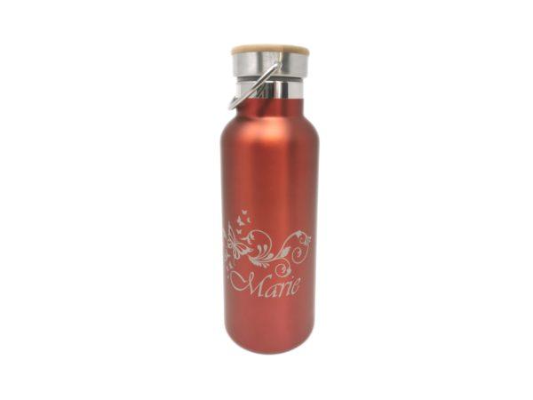 Isoflasche mit Gravur Holzdeckel rot Gravurbeispiel