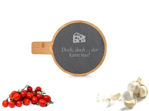 Gravuransicht Servierbrett Schiefer mit Gravur Rund Beispiel Käse vorzüglich, Lecker schmeckt.
